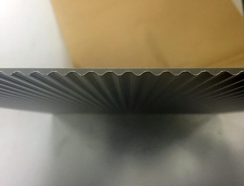 ステンレス特注波型パネルの断面