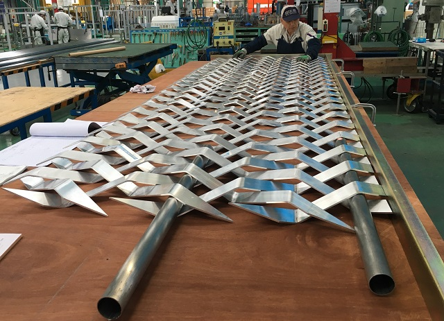 Pre-assembled design louvers