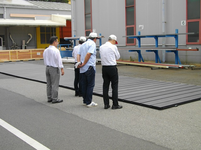 Inspecting the 48 hot-dipped galvanized and zinc phosphate coated panels