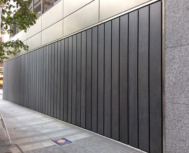 The rectangular hot-dipped galvanized and zinc phosphate coated panels contribute to a Japanese ambiance