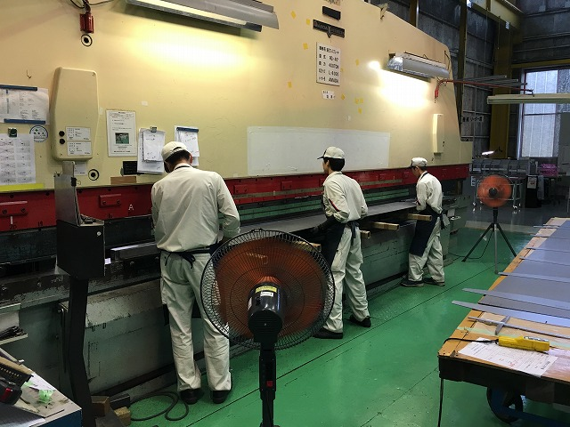 Bending the pieces. Teamwork is of utmost importance to fabricating large products