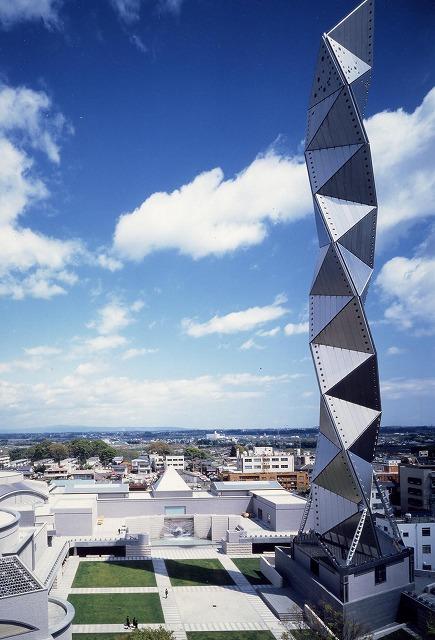 Art Tower Mito. Kikukawa participated in the exterior construction, the titanium panels.