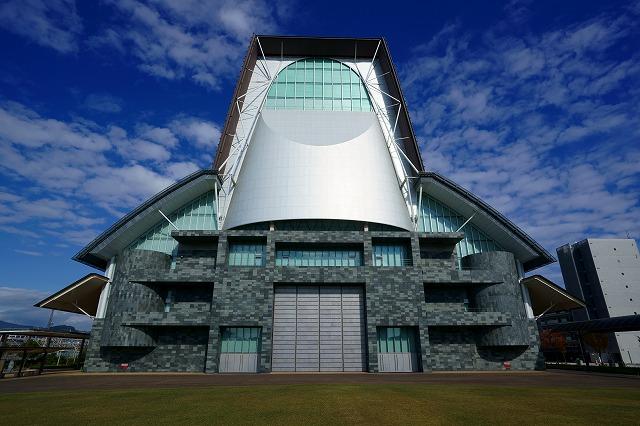 Shizuoka Convention and Arts Center 'Granship'. Kikukawa participated in the exterior cone shaped panels and interior mesh wall and ceiling.