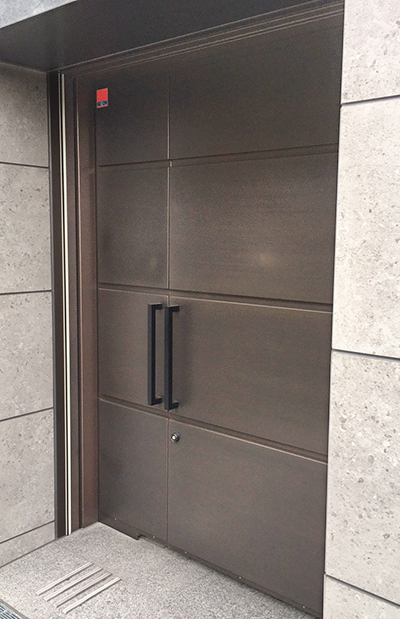 Automatic draw doors with FURUMI (sulfurized) finish doors for a stately effect