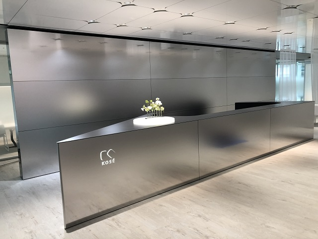 Silky Blasted gradient pattern panels line the counter and the independent wall behind the counter