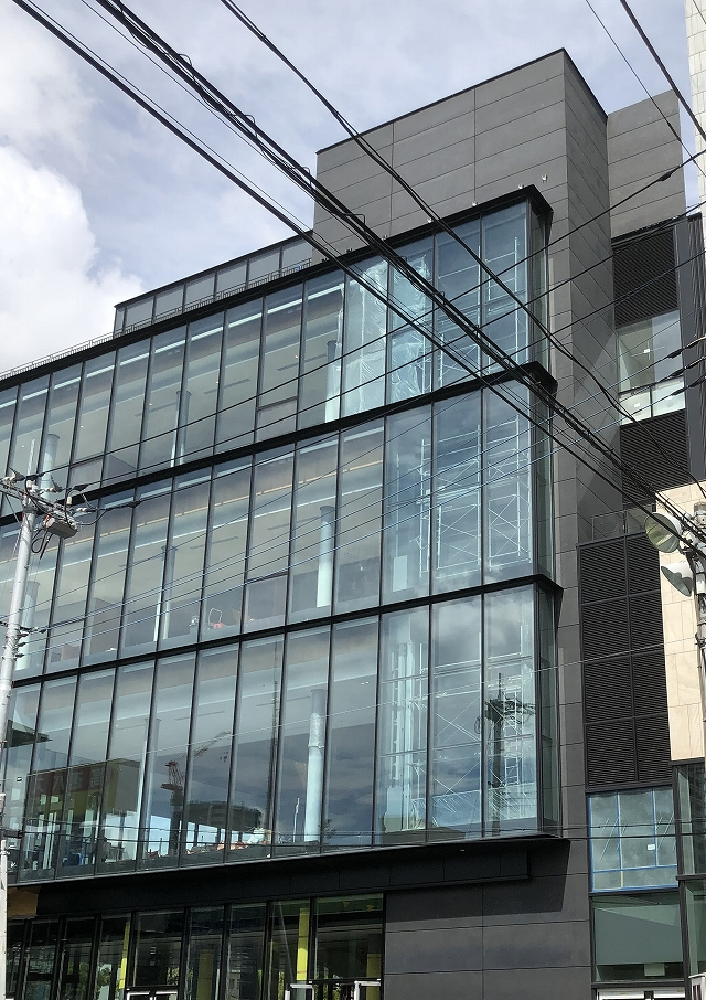 Hot-dip galvanized and zinc phosphate coated exterior cut-edge detailed panels
