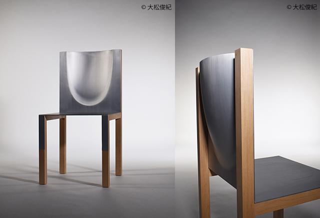 背板をインクリメンタルフォーミングで成形した一品物の椅子