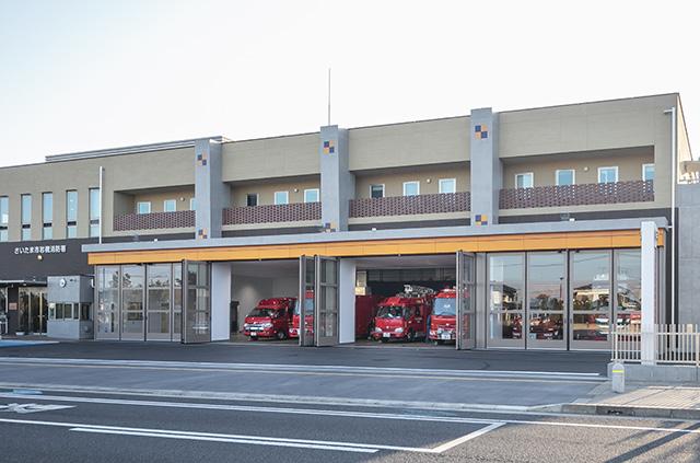 消防署などに採用される大型折り戸「しゅもん」