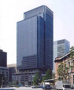 東京駅丸の内南口方向からの新丸ビル全景