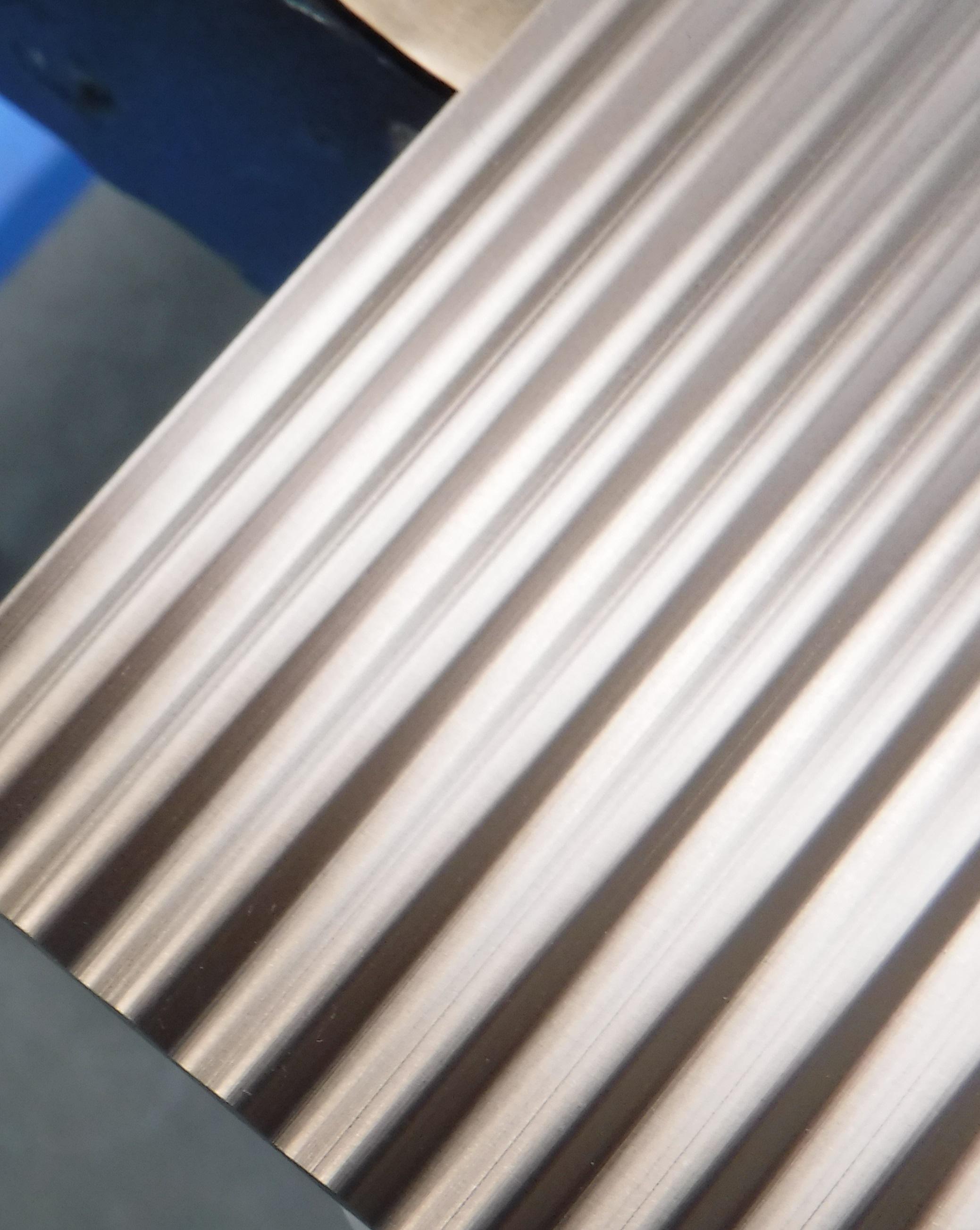 上から見た波型パネル。滑らかな波形状が表現されている。