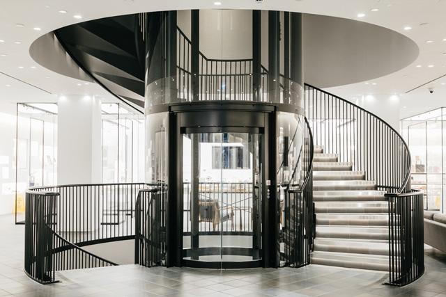 ジャパン・ハウス・ロンドンの内部螺旋階段