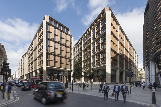 ブロンズ工事で参加したブルームバーグ新欧州ビル(英ロンドン)