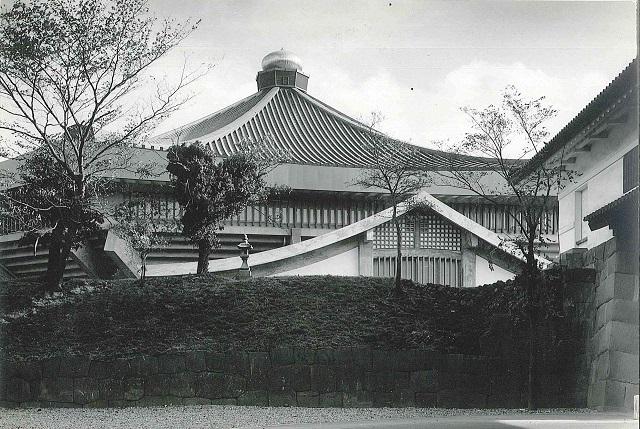 頂部タマネギ型のギボシを含む金属工事に参画した日本武道館