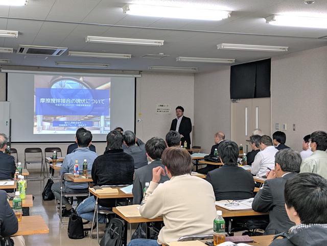 平成30年度「溶接技術講習会」にて講演をする菊川の社員
