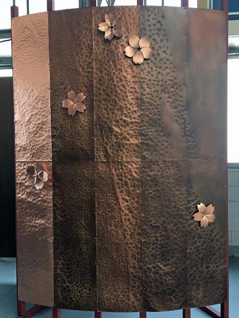 銅板+硫化イブシ+各種槌目加工を施した大型モックアップ。