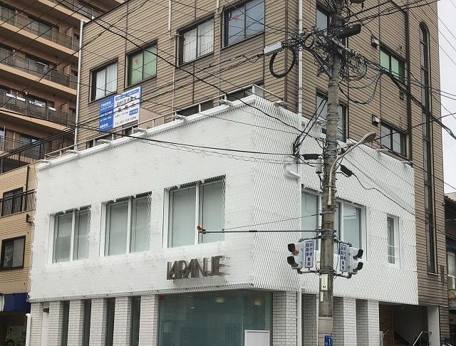 エキスパンドメタルをファサードに採用した広島の美容院