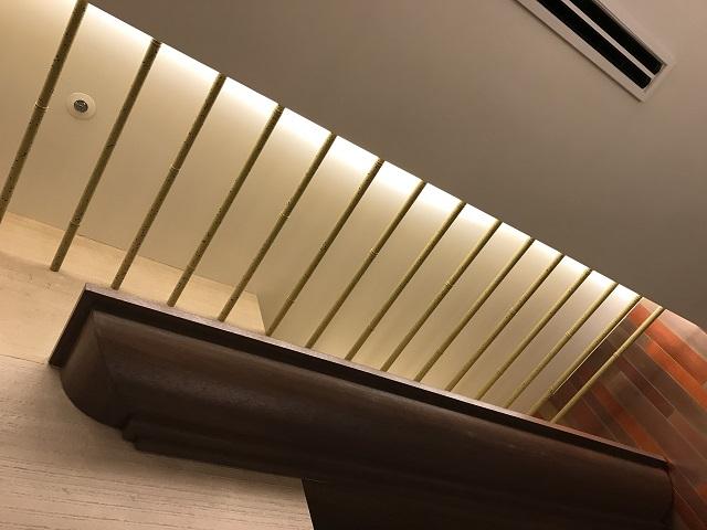 竹風塗装を施した天井ルーバ