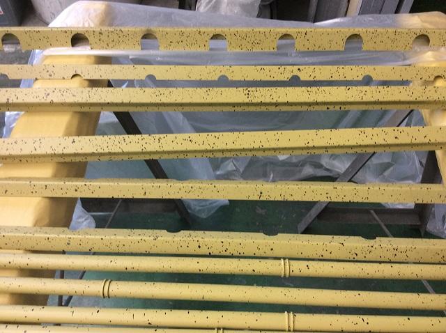 受けプレートなども同じ竹風塗装を施している