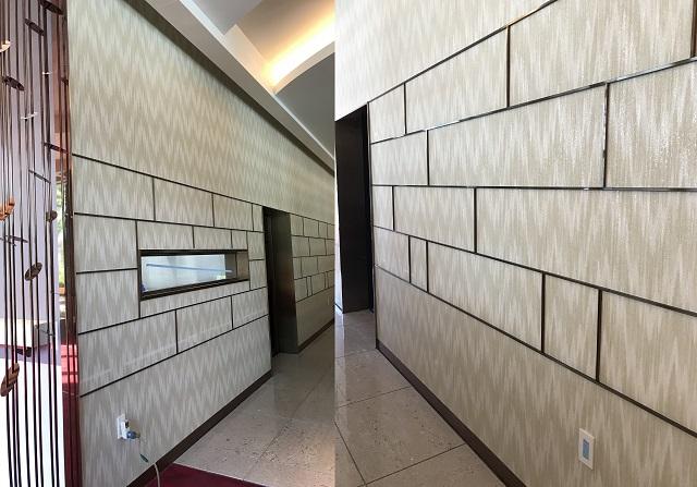 壁のSUS装飾金物もブロンズ色カラークリアーを施している