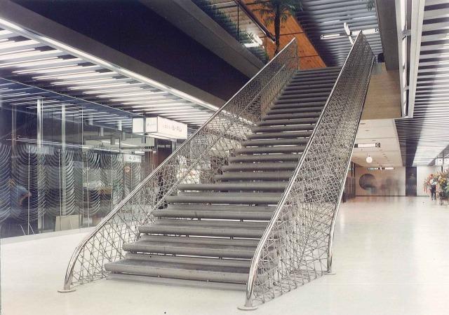パレスサイドビルディング、竣工当時の「夢の階段」