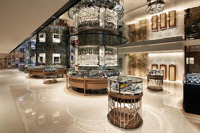 伊勢丹新宿店本館ウォッチショップ:天井の水面パネルと柱周りのガラスブロックスクリーン枠を製作。