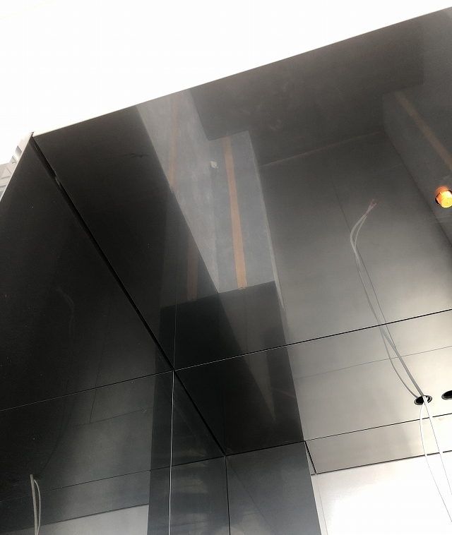 PHL+ブラックカラー発色のステンレスパネル